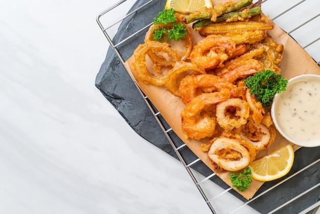 혼합 야채와 해산물 튀김