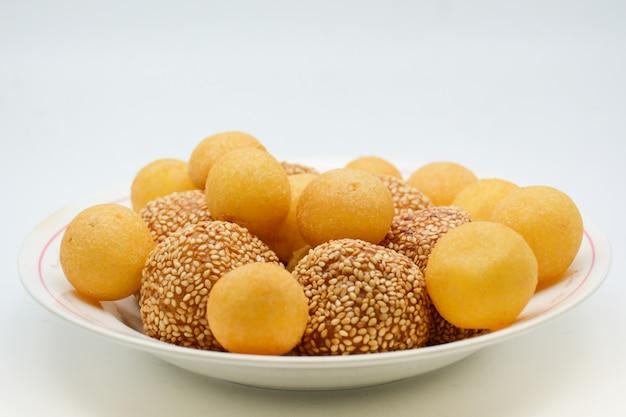 Deep fried sesame ball with pumpkin paste