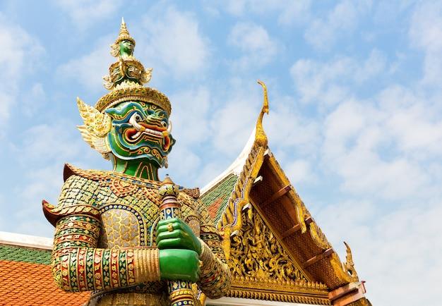 Defender in wat po temple