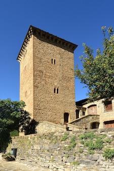スペイン、アラゴン、ウエスカ州オトの防衛塔と刑務所