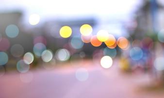 デフォーカスされた都市の夜、ボケ抽象的な背景。