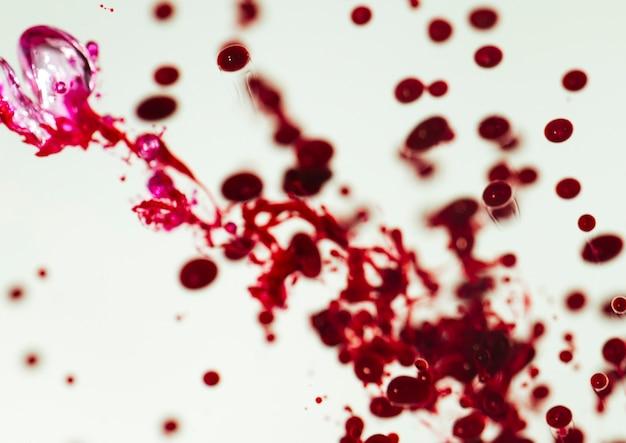 Defocused droplets and burgundy drops