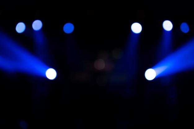 ステージ上の多重エンターテイメント コンサート照明。ブルー ステージ ライト。