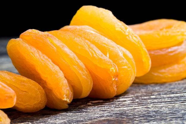 乾燥した熟したアプリコットの乾燥、東洋の伝統的な甘さ、健康食品のドライフルーツ