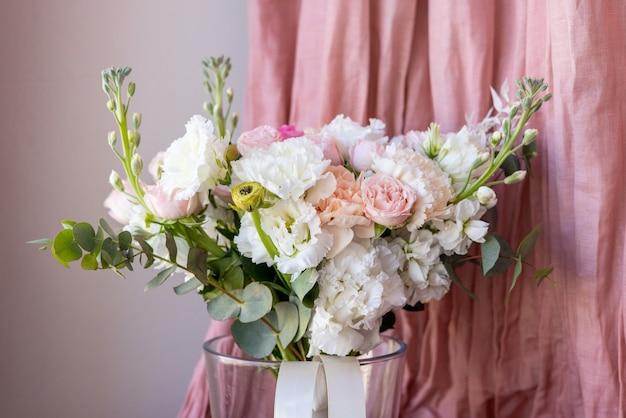 造花からパステルカラーの繊細なウェディングブーケ