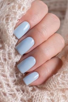 Нежный зимний синий манукур крупным планом.