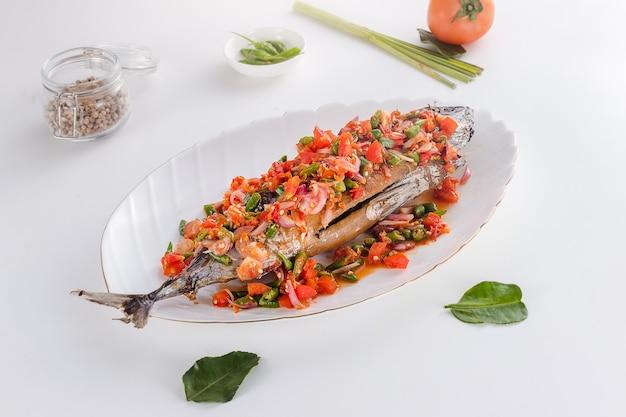 美味しくてヘルシーなインドネシアのシーフードリカ焼き鯛
