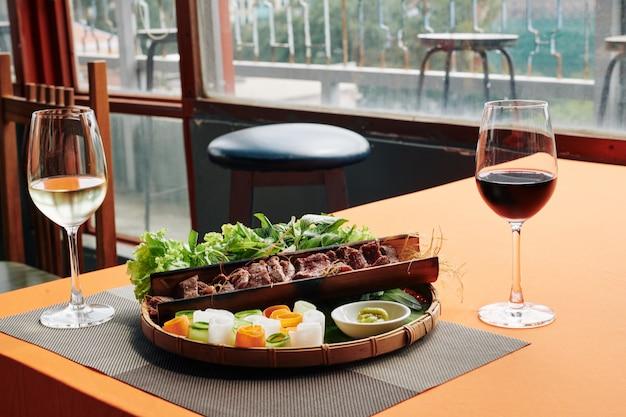 美味しい前菜とワイン
