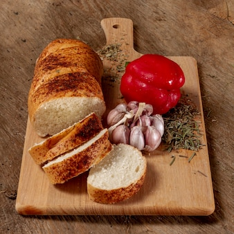 Delicious arrangement of sweet pepper and bread