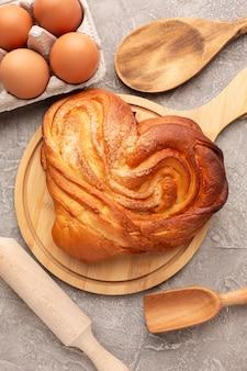 Il bagel e le uova deliziosi si chiudono su