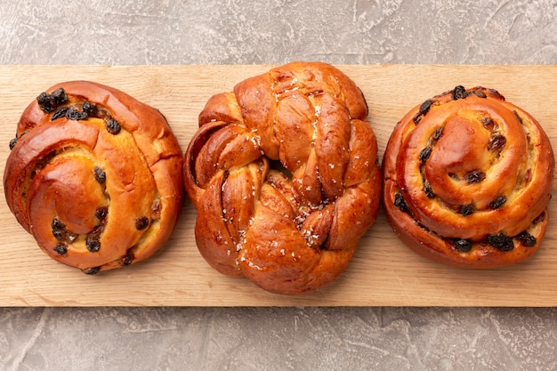 Delicious bagels with raisins