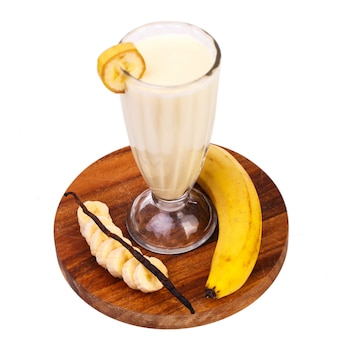Вкусный банановый молочный коктейль