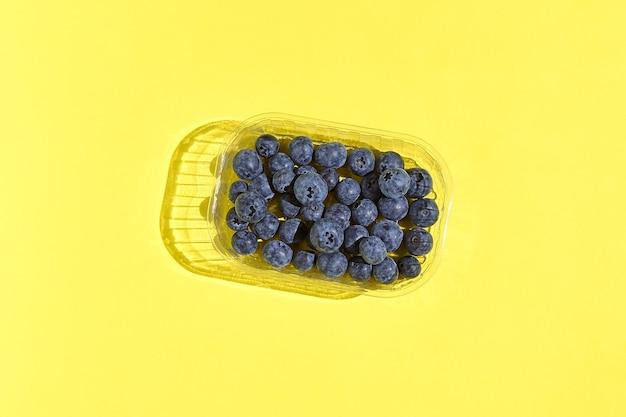 健康的な食事とスムージーまたはデザートのためのおいしいベリー