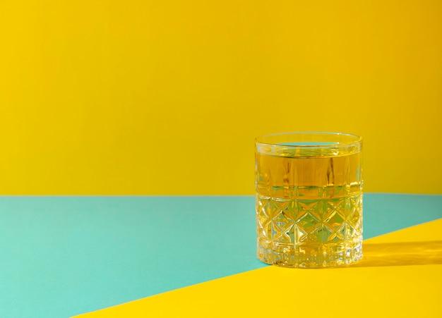 Deliziosa bevanda in vetro trasparente