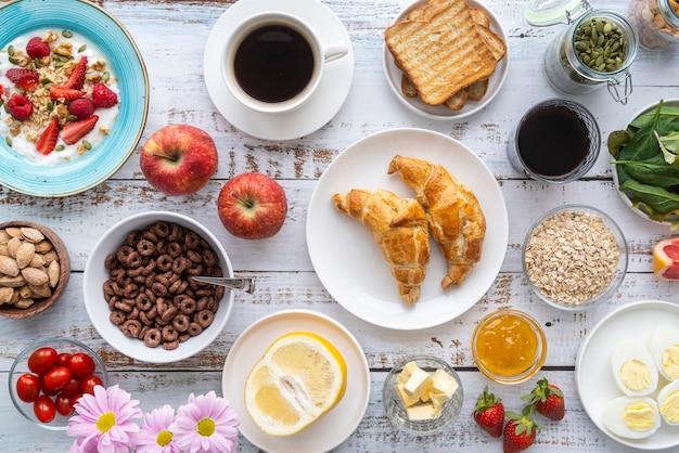 Delizioso assortimento di pasti per la colazione