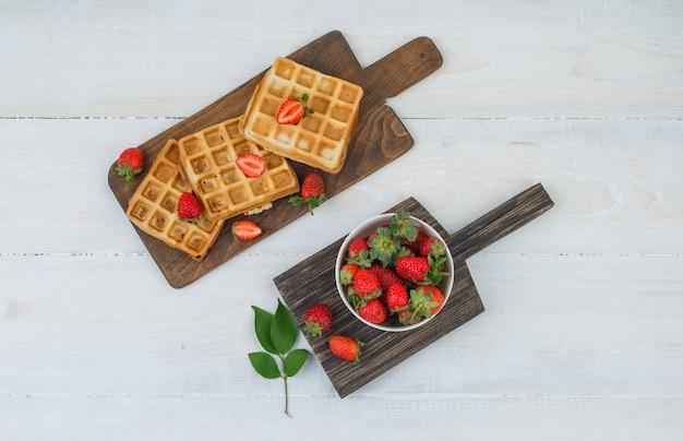 Deliziosa colazione con cialde e frutta