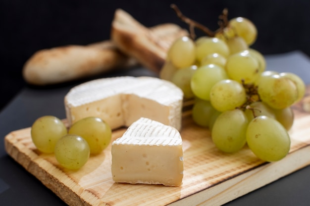 Delicious brie cheese with grapes