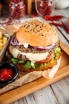 ラムカツと野菜のおいしいハンバーガー