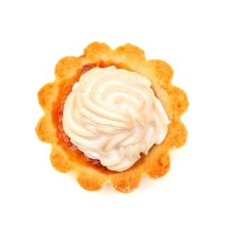 Изолировать вкусный торт на белом, вид сверху