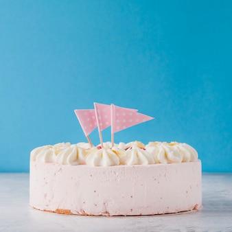 Вкусный торт с флагами