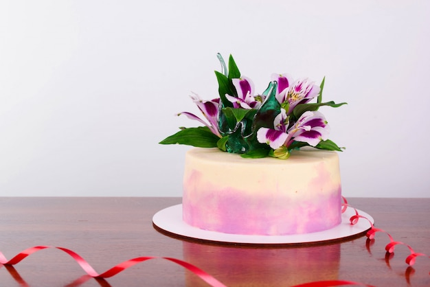 Delicious cake with fresh flowers