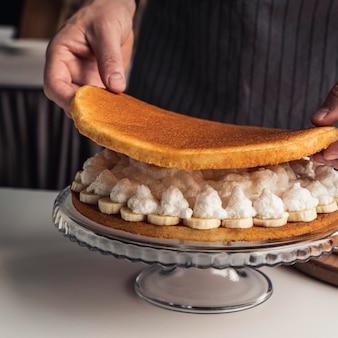 ホイップクリームとバナナの美味しいケーキ