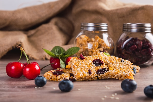 Delicious cereal bars with seeds, honey and red fruits.