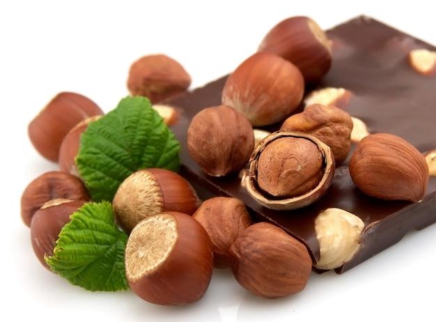 Вкусный шоколад с орехами крупным планом