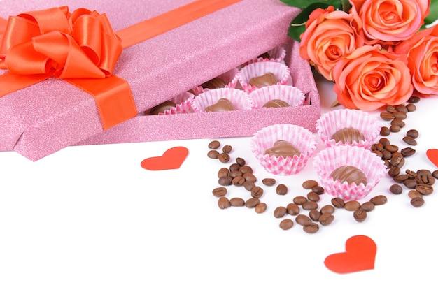 花のクローズアップと箱に入ったおいしいチョコレート