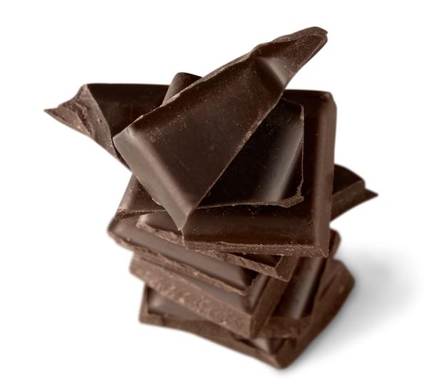 Вкусные шоколадные конфеты, изолированные на фоне