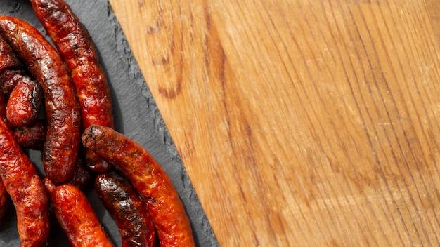 Вкусная колбаса чоризо на гриле
