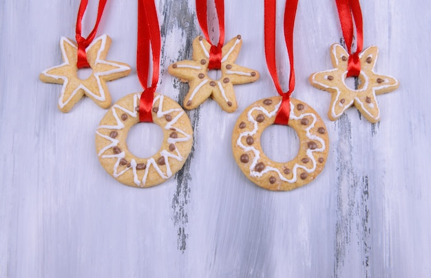 木製の背景においしいクリスマスクッキー