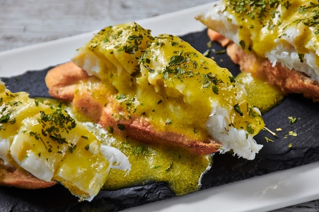 Delicious cod skewer al pil-pil