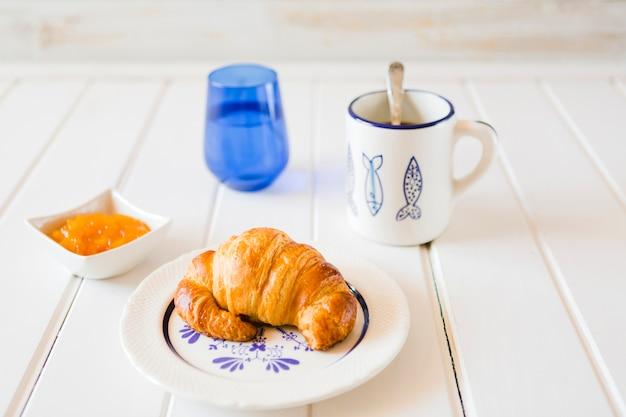 朝食の食事のおいしい構成