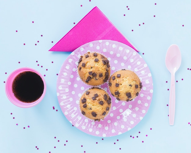 Delicious cookies on pink plate