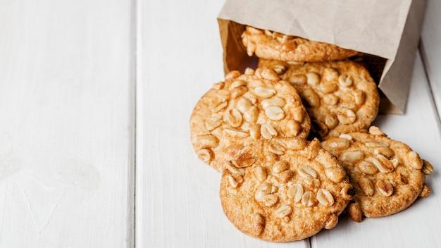 Deliziosi biscotti con semi di spazio copia