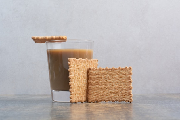 Delicious crackers with cup of coffee on marble background. high quality photo