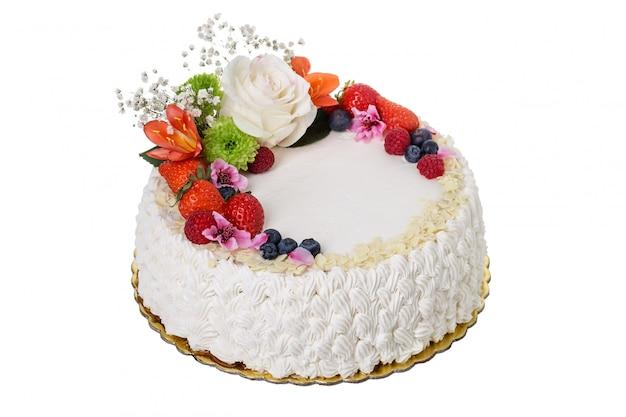 꽃과 과일의 맛있는 크림 케이크.