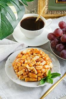 生地と蜂蜜で作られたおいしいデザート-チャクチャク、タタールハルヴァ。