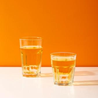 透明なガラスのおいしい飲み物