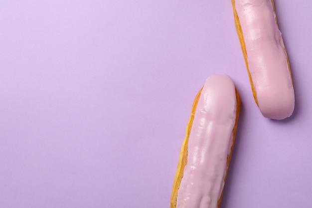 Вкусные эклеры с заварным кремом на фиалке