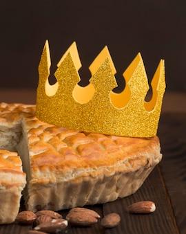 Deliziosa vista frontale del dessert della torta dell'epifania