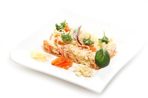 白い皿においしい食べ物