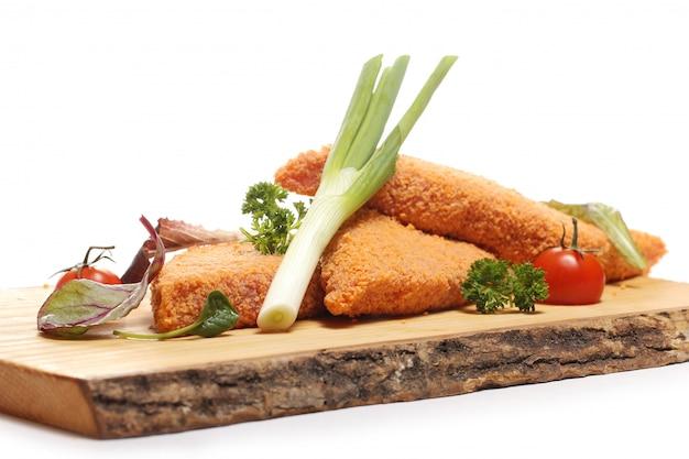 木の板においしい食べ物