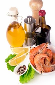 Вкусные свежеприготовленные креветки, приготовленные для еды крупным планом