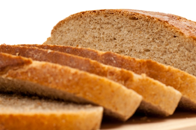 Вкусный, свежий домашний хлеб из цельной пшеницы.