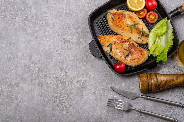 맛있는 닭 가슴살과 야채 샐러드