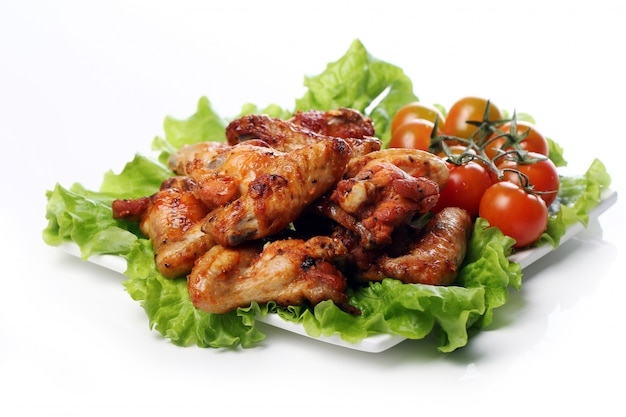 접시에 맛있는 후 라 이드 치킨