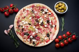 様々な食材を使ったおいしいガーニッシュピザ