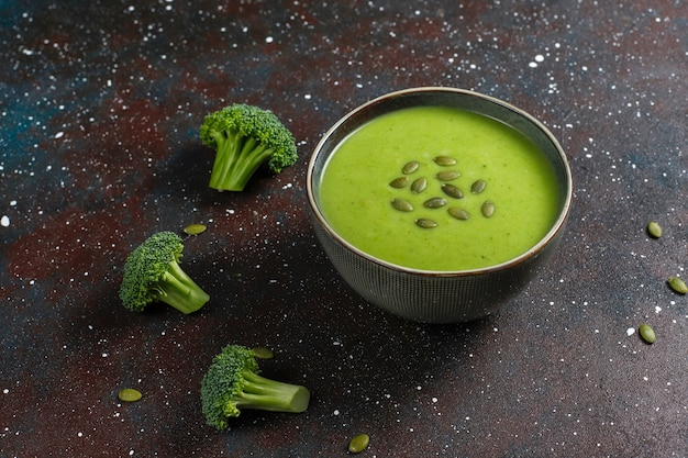 おいしいグリーンの自家製ブロッコリークリームスープ。